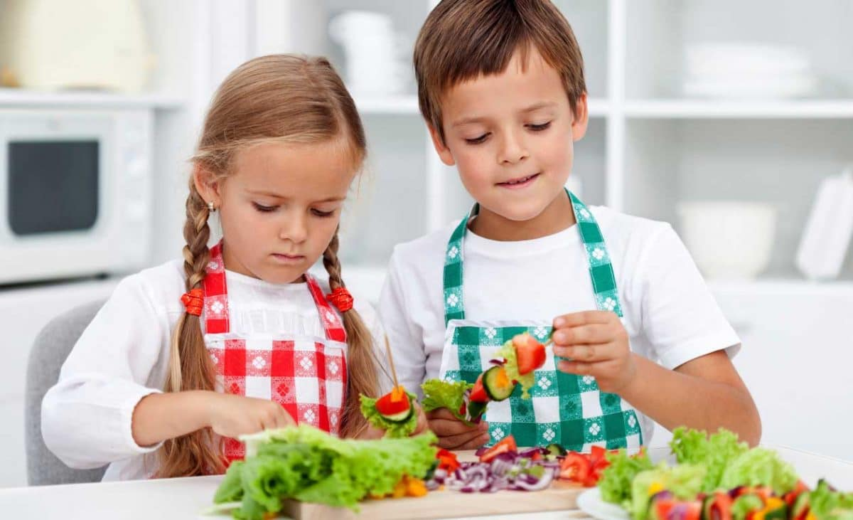 help to eat fruit to the little ones